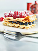 Puff pastry with vanilla cream and fresh berries