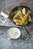 Oven-fennel with a 'creamy' horseradish sauce (vegan)