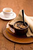 Kaffe-Sahne-Creme mit Anis (Italien)