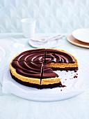 Chocolate Peanut Butter Pie (USA), angeschnitten