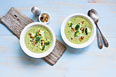 Broccoli soup with walnuts (low GL)