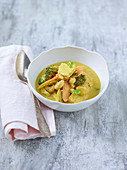 Panang curry with tempeh, broccoli, carrot, Brussels sprouts and cashew nuts