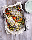 Dorade aus dem Ofen mit Gemüse (Low Carb)