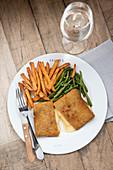 Vegetarian cordon bleu with sweet potato chips and green beans