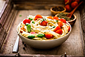 Spaghettis with basil and tomatoes