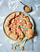 Sugar-free vegan caramel and apple tart
