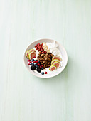 Crumble bowl with berries and yogurt