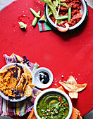 Drei Dips: aus gerösteten Kartotten, Kimchi Bloody Mary Dip und Spinatdip mit Koblauch und Sardellen