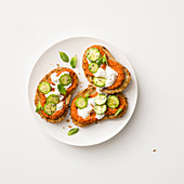 Crostini with tomato cream, cream cheese and courgette
