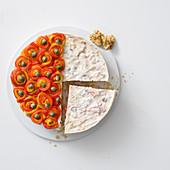 Pikanter Cheesecake mit Oliven, Kapern und Walnüssen