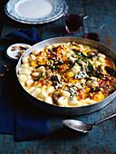 Gnocchi mit Kürbis, Salbei und Blauschimmelkäse, überbacken