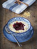 Dänischer Mandelmilchreis mit Kirschsauce