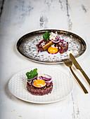 Pariser Bœuf - Angebratenes Tatar mit Meerrettich aus Dänemark