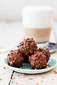 Nougat balls coated in hazelnut crisp