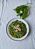 Wild garlic omelette with walnuts