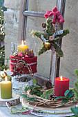 Weihnachtliches Tisch-Arrangement auf der Terrasse