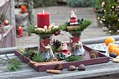 Ungewöhnliches Weihnachts-Arrangement mit Einmachgläsern