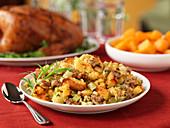 Hähnchenfüllung als Beilage zu Thanksgiving (USA)