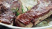 Rinderlende mit Gemüse zubereiten