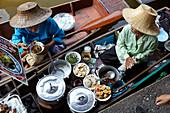 A floating market in Damnoen Saduak (Bangkok, Thailand)