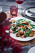Grüne Bohnen mit Fenchel, knusprigen Kartoffeln, Oliven und Anchovis