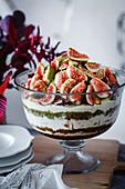 Trifle mit Feigen, Portwein und Pistazien