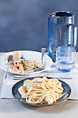 Spaghetti scampi, burro e pepe (noodles with scampi, butter and pepper, Italy)