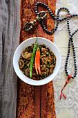 Matar mit Chilischoten (Eintopf aus Tibet)