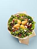 Salat mit Pute, Birnen und Pekannüssen