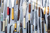 Viele verschiedene alte Messer
