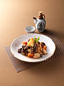 Gekochte Kartoffeln mit Pilzen und Rindfleisch (Asien)