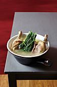 Entensuppe mit asiatischem Schnittlauch (Superfood)