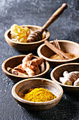Ingredients for turmeric latte: Ground turmeric, curcuma root, cinnamon, ginger, honeycombs