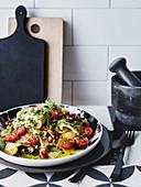 Testaroli mit Mandeln, Tomaten und Knoblauchpesto (Italien)