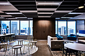 Work Lounge mit verschiedenen Sitzmöbeln