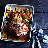 Leg of lamb with zucchini, garlic, thyme, paprika and lemon