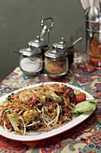 Pad Thai (Thailändisches Nudelgericht mit Garnelen)