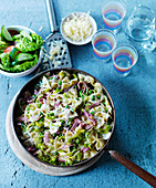 Farfalle with ham, leek and peas