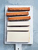 Karamellschnitten mit weisser Schokolade und Ingwer