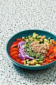 A Mediterranean dream bowl with spelt and salsa verde (vegan)