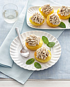 Stuffed peaches with amaretto and chocolate cream