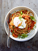 Kamut spaghetti with tomatoes and poached egg