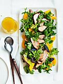 Schweinefleischsalat mit Orangen und Koriandergrün