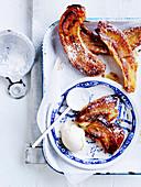 Kleine Bananen- Tarte Tatins mit Vanilleeis