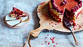 Red Velvet Cake mit Himbeeren zum Valentinstag