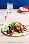 Sticky pork and crispy noodle salad (Asia)