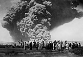 Visitors observing Kilauea eruption of May 1924