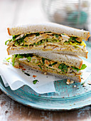 Sandwich mit Coronation Chicken