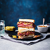 Roastbeef-Sandwich mit Essiggurken