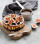 Cake with fresh figs and salted caramel